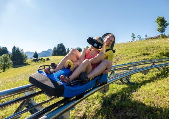 Rasante Fahrt mit VR-Brille