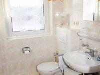 205 Bad mit Fenster und Dusche