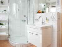 Badezimmer mit Runddusche