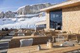 Terrasse mit Bergstation und Ifen