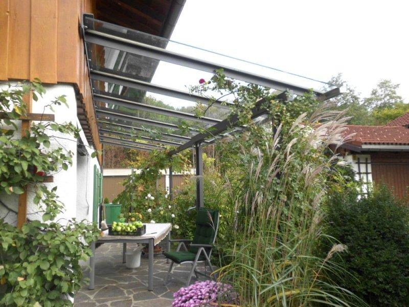 Stahl-Glas-Vordach