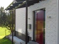 Eingangsanlage mit Stahl-Glas-Vordach